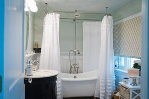 Oreland Mill Bathroom - Tilghman Builders