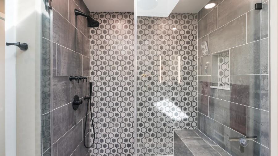 Chattin primary bath DSCF0277-Edit
