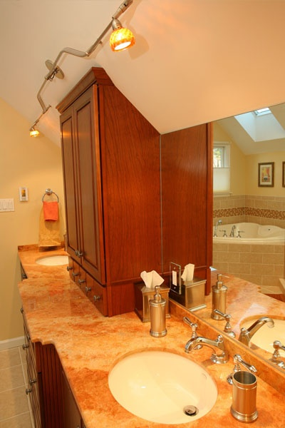 Drew Bathroom 03.jpg