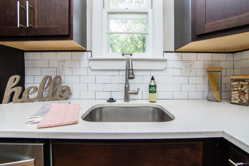 counter-faucet-indoors-2980589-1