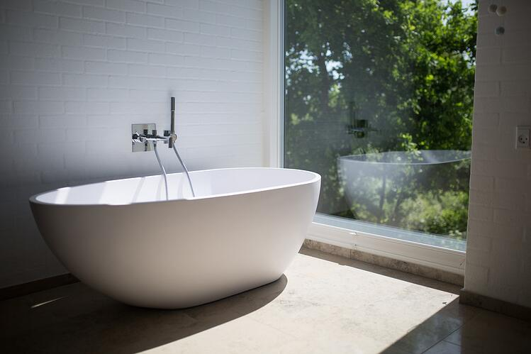 ultra modern bathroom design - free standing tub